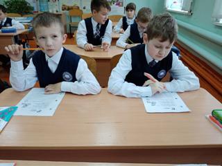 Занятия кружка «Юный математик» нацелены на развитие  детей нестандартно мыслить…